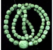 VINTAGE CZECH 1920's MOTTLED GREEN NECKLACE