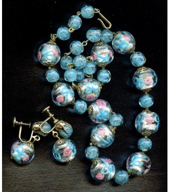 BEAUTIFUL VINTAGE VENETIAN FOIL AND ROSES NECKLACE AND EARRINGS
