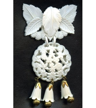 VINTAGE WHITE FUN LUCITE BROOCH