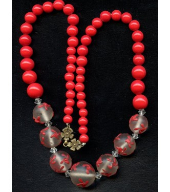 VINTAGE RED NECKLACE WITH FROSTED BEADS
