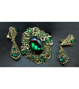 MAGNIFICENT VINTAGE EMERALD CZECH BROOCH AND EARRINGS